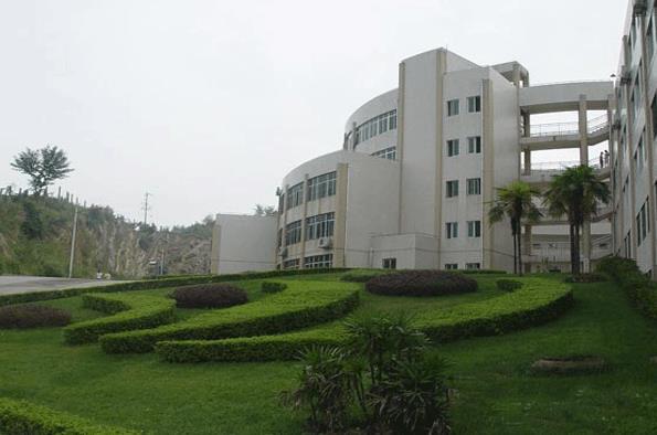 遵义医学院医学与科技学院招生办联系电话