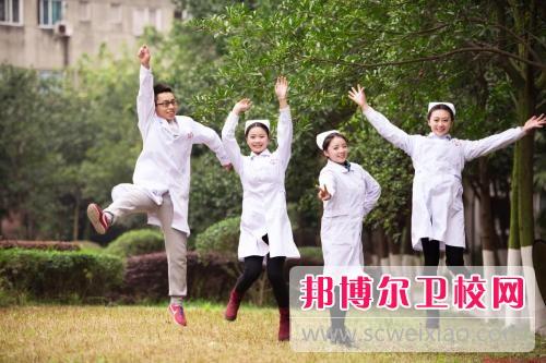 广东初中读完的男生可以读卫校吗