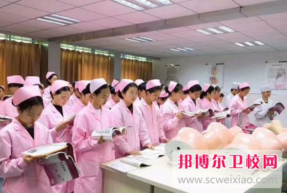 重庆2021年女生读卫校好不好