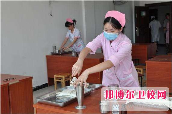 重庆2021年有哪些卫校就业最好
