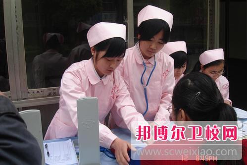 广东2021年女生上卫校学什么好