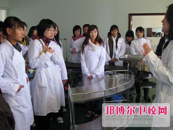 广东2021年女生读卫校学什么好