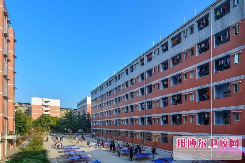 广东2021年卫校读几年