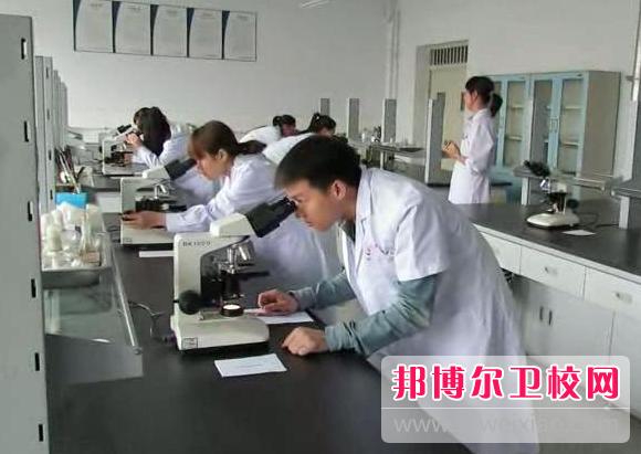 重庆沙坪坝区2021年适合男生的卫校专业